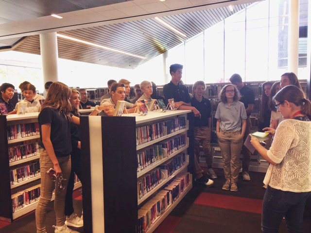 Freshmen+students+visit+the+Cedar+Rapids+Public+Library+on+September+22.+Mrs.+Tracie+Marshall+Photo.